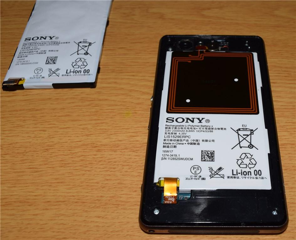 Xperia Z1f バッテリー比較 左:純正品 右:交換品