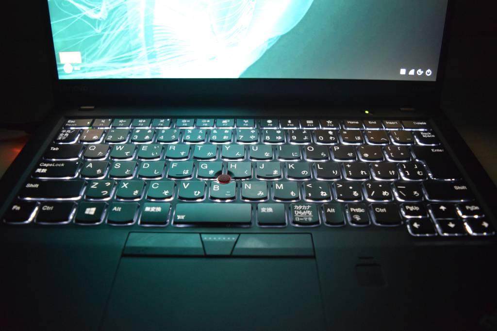 X1 Carbon キーボードライト 画面のお陰で暗闇でも十分明るい