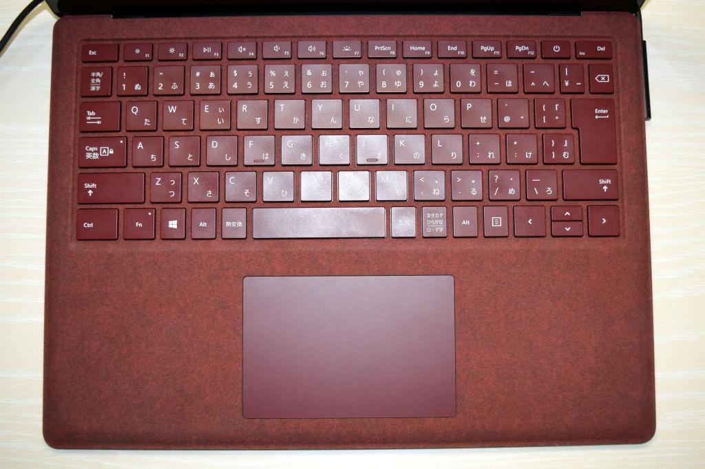 Surface Laptopのキーボードを真上から