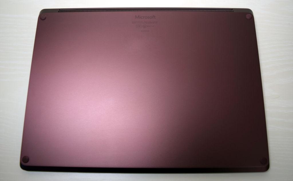 Surface Laptop バーガンディ 底面