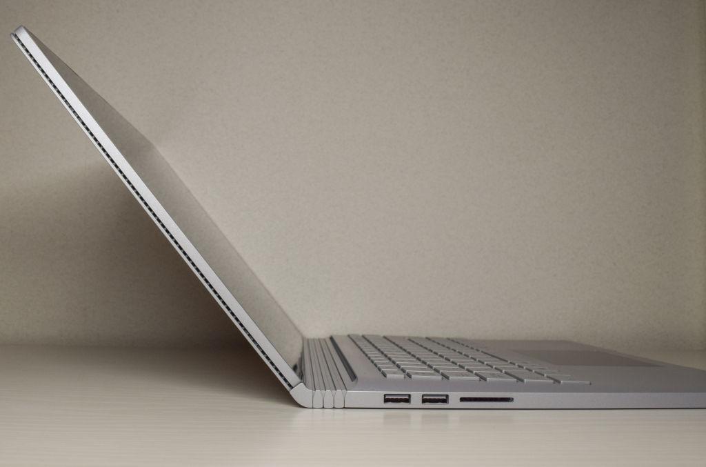 Surface Book 2のディスプレイは全開しない