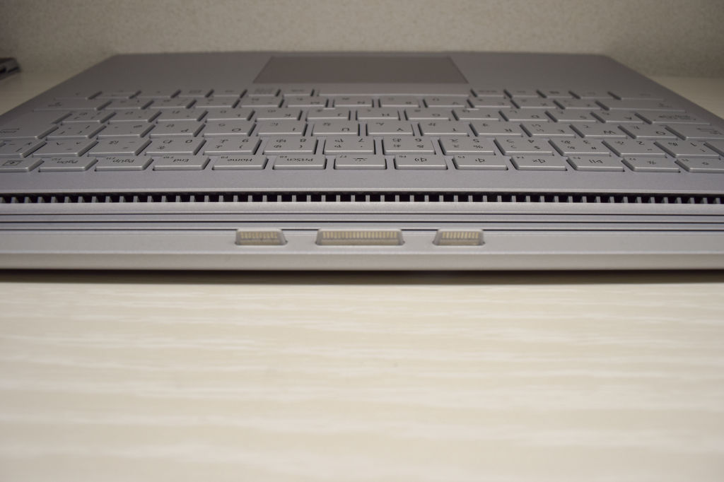 Surface Book 2 キーボードの通気口