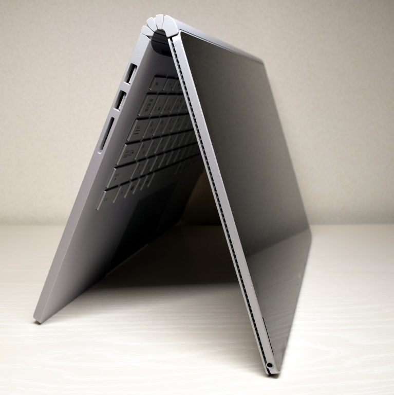 Surface Book 2 テントモード