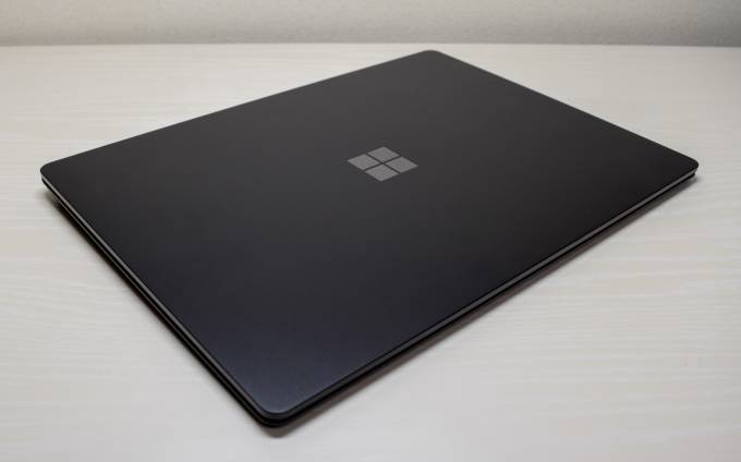 Surface Laptop 2 天面